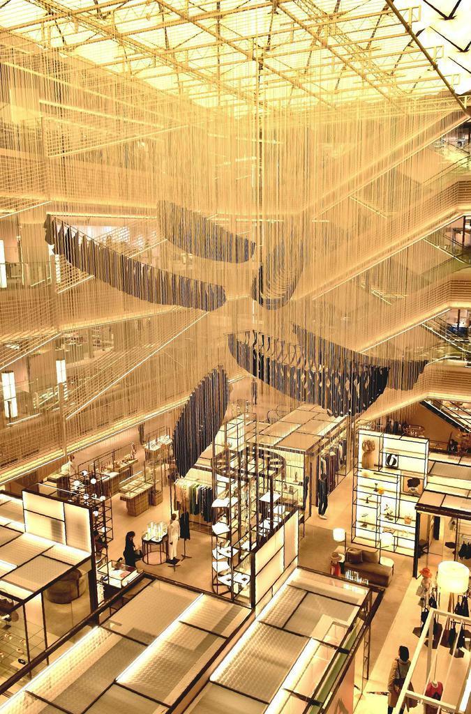 塩田千春「6つの船」 銀座に塩田千春の新作 幻想的光景が広がる「6つの船」 - 産経ニュース