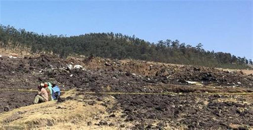 エチオピア航空のET302便が墜落したとみられる現場=10日、アジスアベバの南東約60キロ(ロイター)