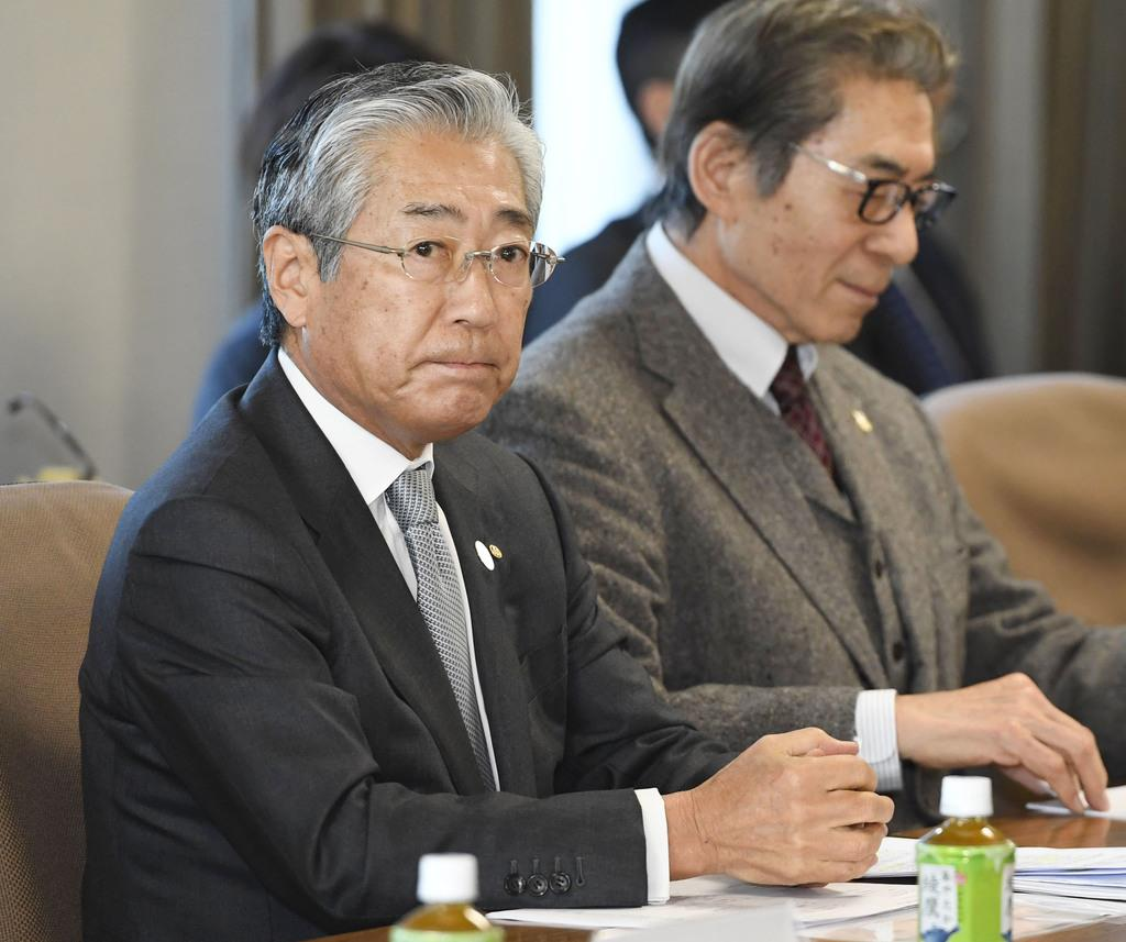 JOCの竹田恒和会長(左)=1月、東京都渋谷区