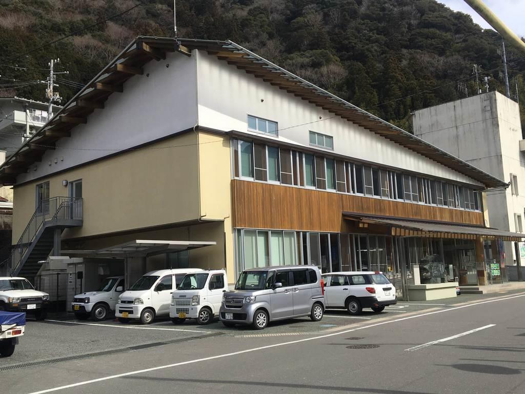 高知県大川村の役場庁舎。地方議会のあり方をめぐる同村の問題提起が全国に波紋を呼んでいる