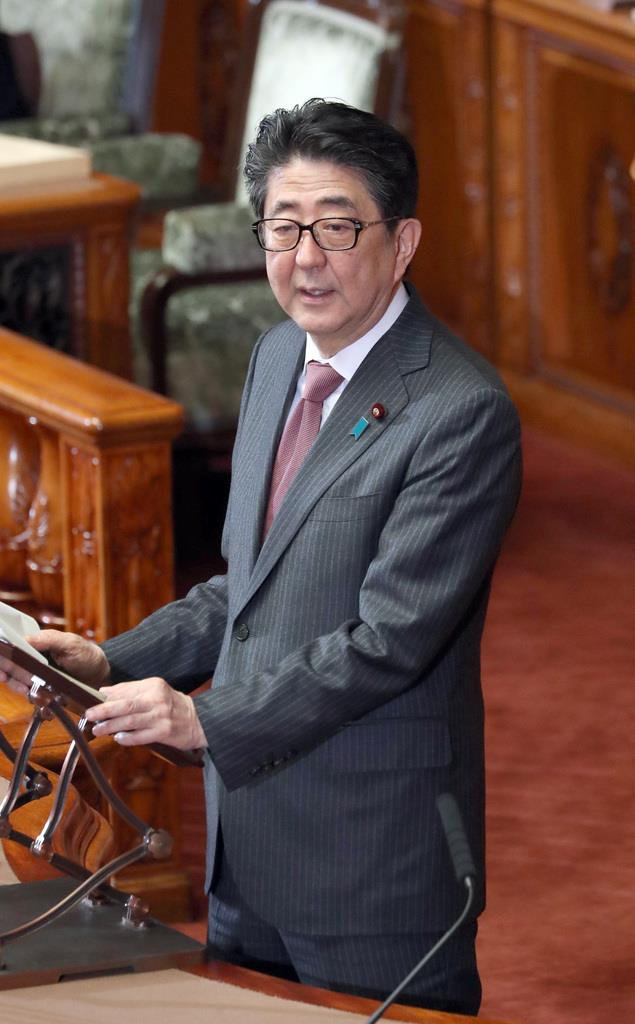 参院本会議で答弁を行う安倍晋三首相=13日午前、国会(春名中撮影)