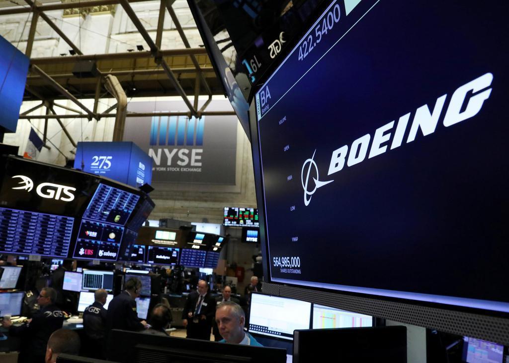 米ニューヨーク証券取引所のスクリーンに表示されたボーイングのロゴ(ロイター)