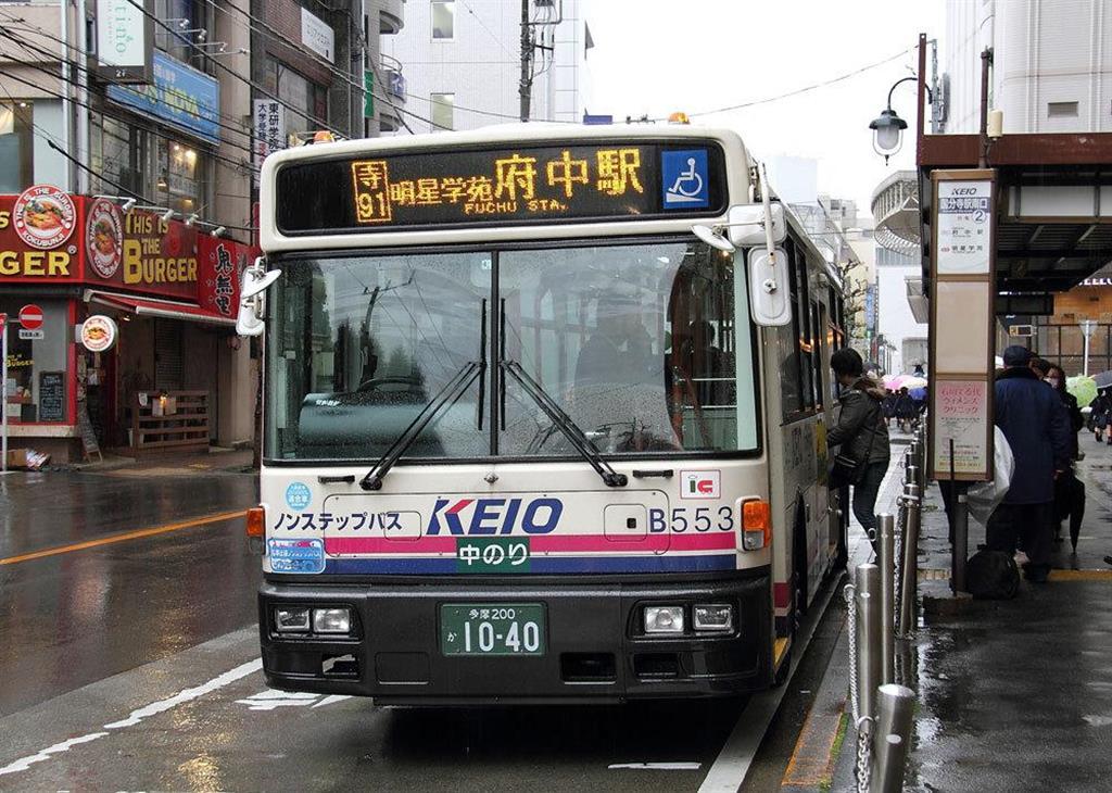 実際に東京の「タテ」の交通を担っているのはバスだ。このバスはおよそ5分に1本間隔