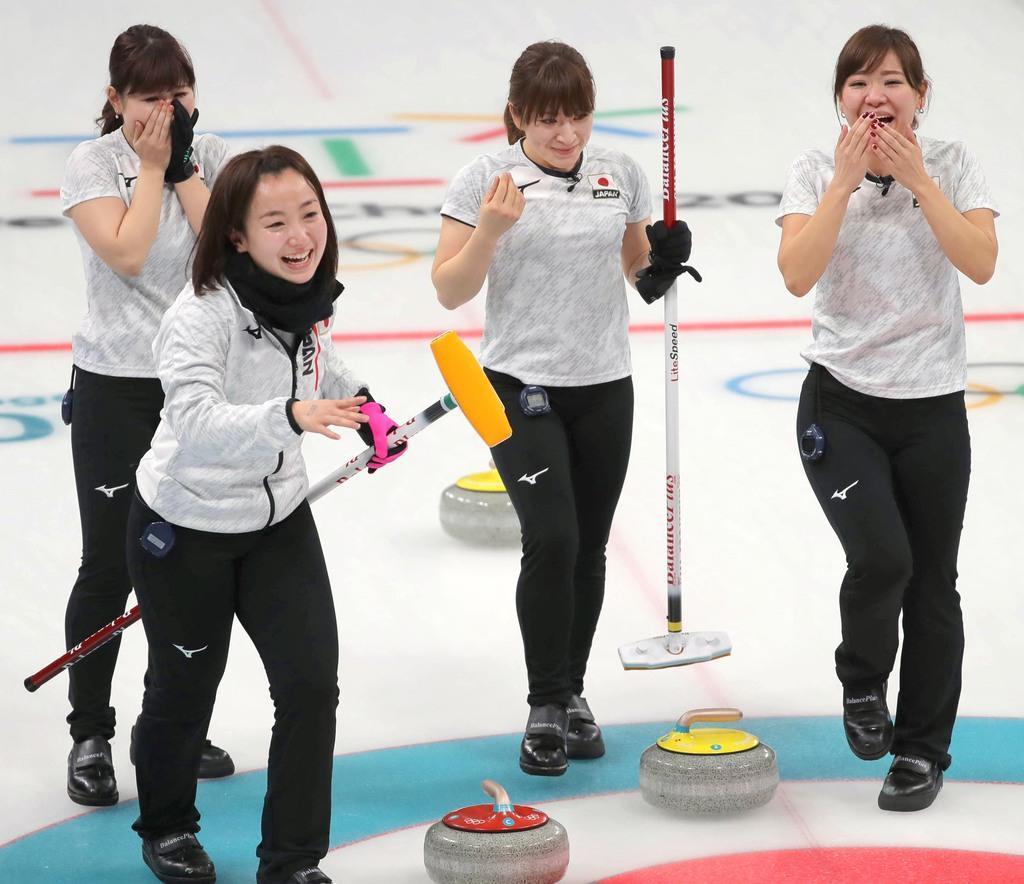 平昌冬季五輪のカーリング女子で銅メダルを獲得したロコ・ソラーレ(左から吉田夕梨花、藤沢五月、鈴木夕湖、吉田知那美)
