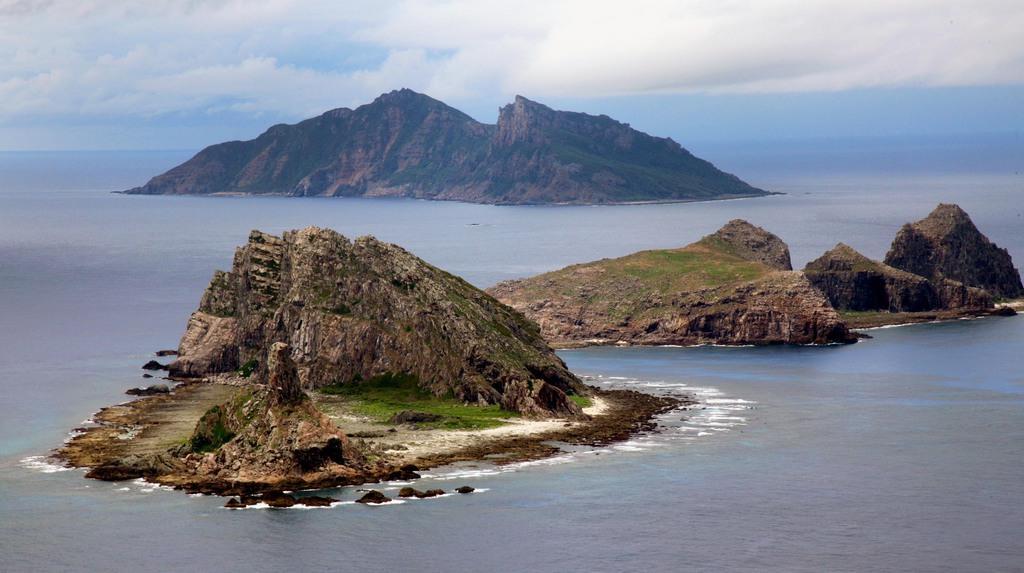 尖閣諸島を含む東シナ海上空(鈴木健児撮影)