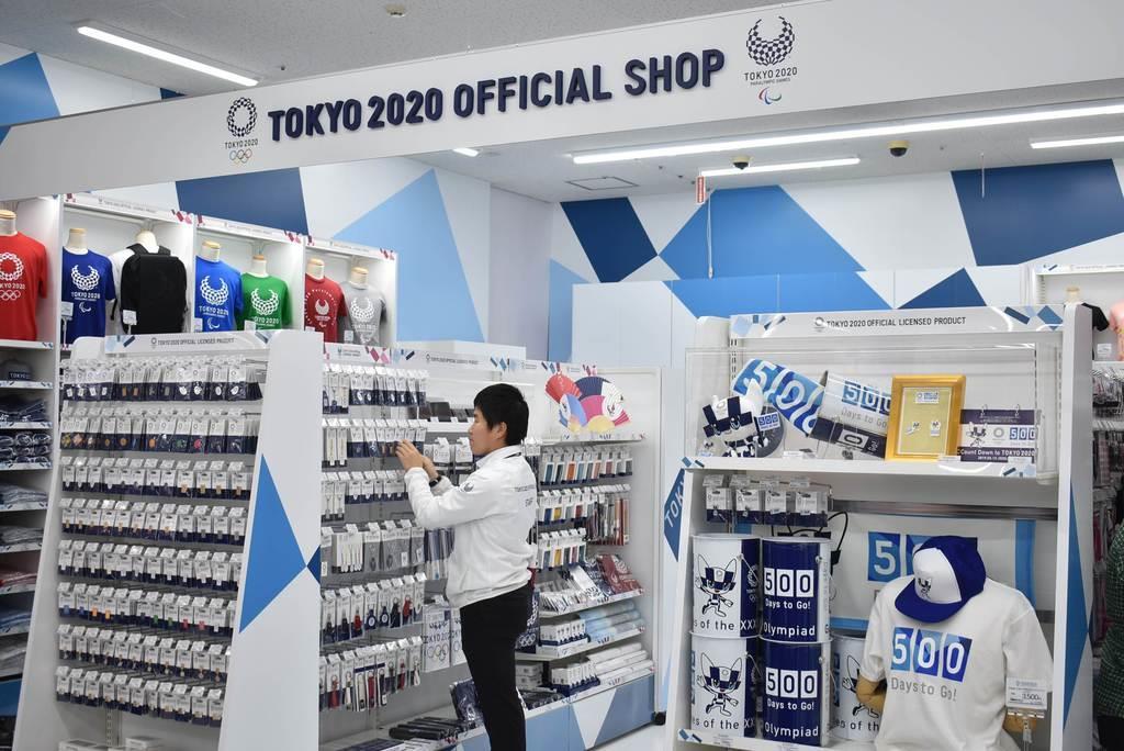 東北で初となる「東京2020オフィシャルショップ福島店」=13日午前、福島市(内田優作撮影)