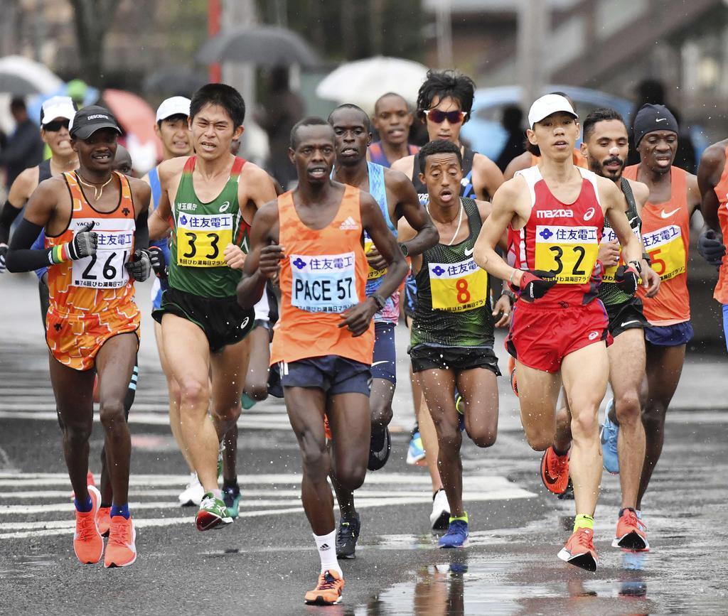 今年のびわ湖毎日マラソン 29キロ付近で力走する山本憲二(32)、川内優輝(33)ら(代表撮影)