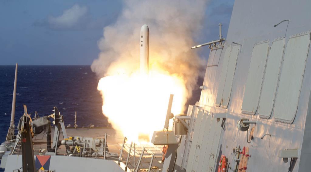太平洋沖で発射される米巡航ミサイル「トマホーク」(米海軍提供)