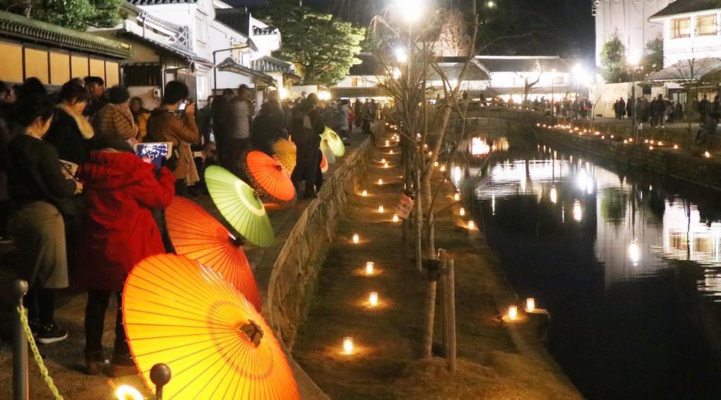 幻想的にライトアップされた倉敷美観地区=岡山県倉敷市