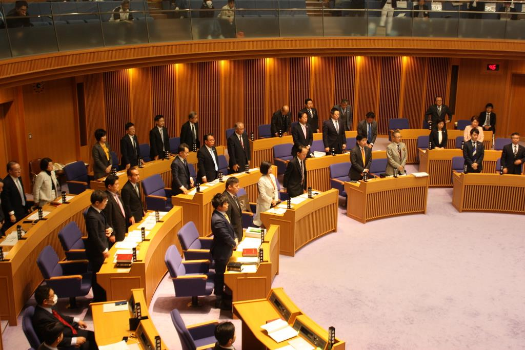 竹山修身堺市長の問責決議案を可決した堺市議会=14日