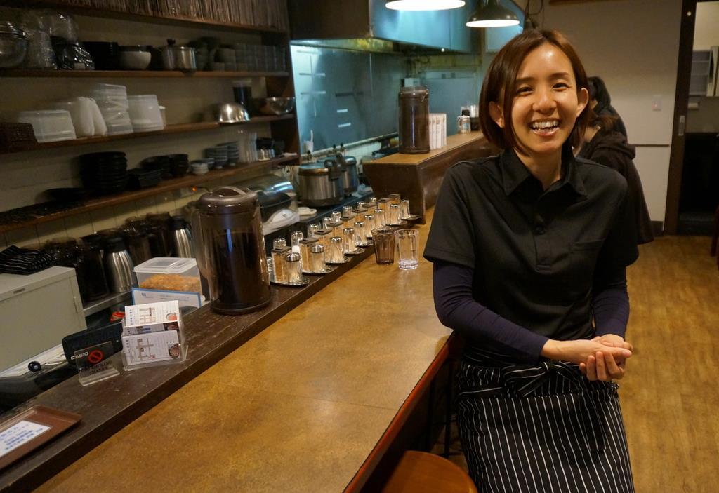 100食限定でメニューを提供する佰食屋(ひゃくしょくや)。中村朱美社長は「完売したら家に帰れると思うと、従業員のモチベーションも上がります」=京都市右京区
