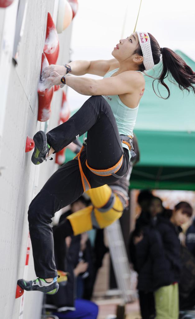 第1回スピード・ジャパンカップの女子で優勝した野中も「智亜スキップ」を取り入れている=2月10日、東京都昭島市