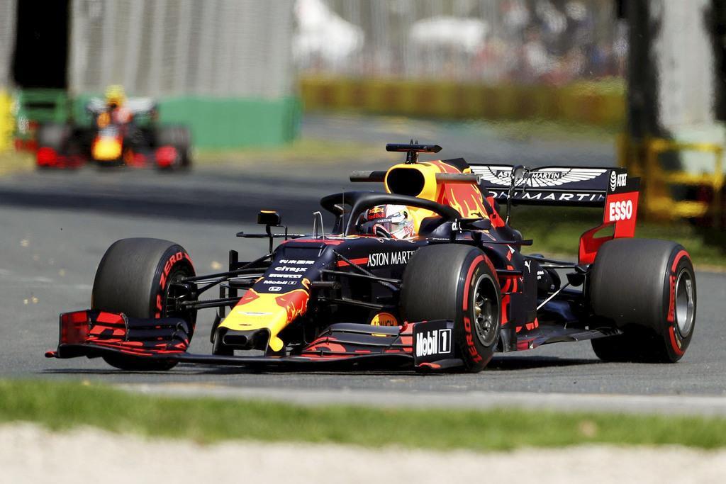 自動車のF1シリーズ開幕戦でフリー走行に臨むレッドブル・ホンダのマックス・フェルスタッペン=メルボルン(ロイター)
