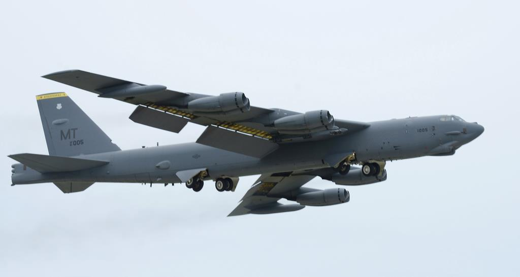 米太平洋軍がアジア太平洋地域で展開する大型戦略爆撃機のB52=米グアムのアンダーセン空軍基地(米軍提供)