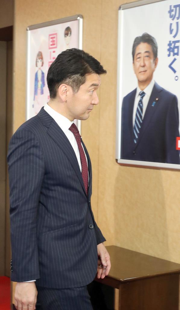 自民党から大阪市長選への出馬要請を受けた柳本顕氏=15日午後、東京・永田町の自民党本部(春名中撮影)