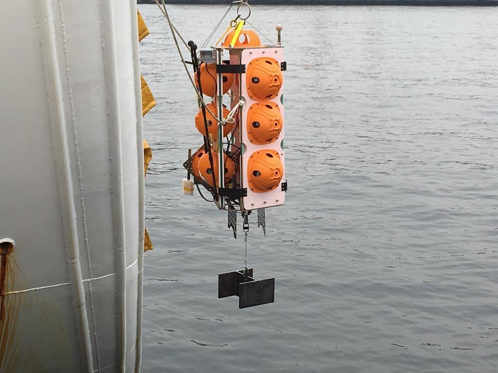東京と千葉の町工場が共同開発した無人海底探査機「江戸っ子1号365」=2月19日、千葉市中央区の千葉港(JAMSTEC提供)