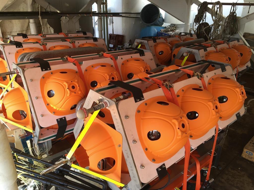 船に積まれた無人海底探査機「江戸っ子1号365」=2月19日、千葉市中央区の千葉港(JAMSTEC提供)