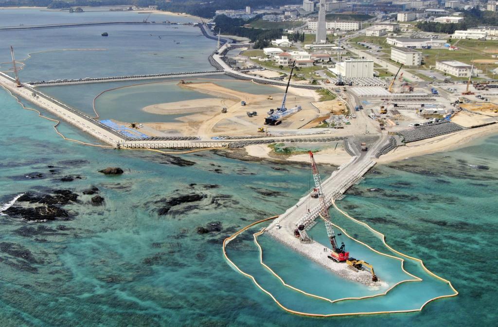 米軍普天間飛行場の移設先として、埋め立てが進む沖縄県名護市辺野古の沿岸部=3月13日