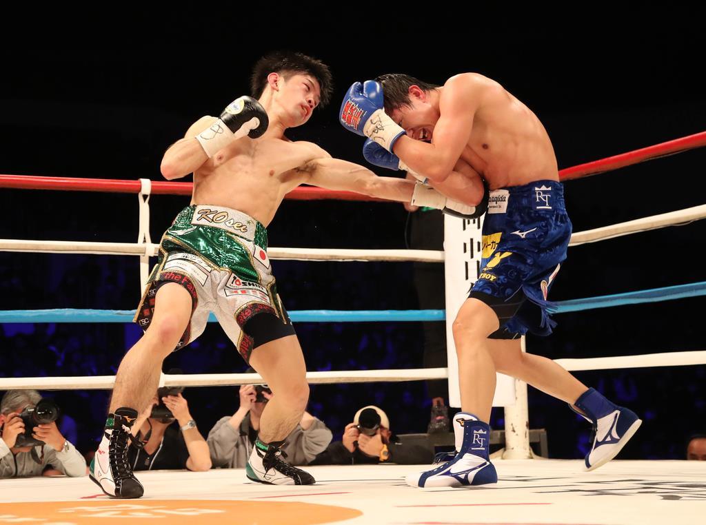 11R、ボディを攻める田中恒成(右)=岐阜市の岐阜メモリアルセンターで愛ドーム(撮影・山下香)