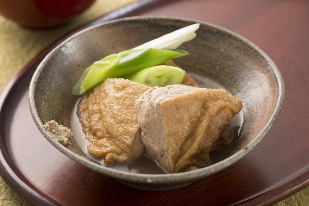 家庭の食卓に上がることが多い「油揚げ」の煮物(福井県提供)