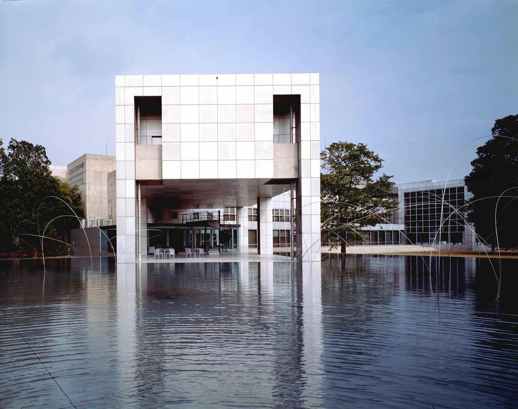 群馬県立近代美術館(74年)