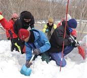 雪崩対応の実技学ぶ 栃木・那須で講習会