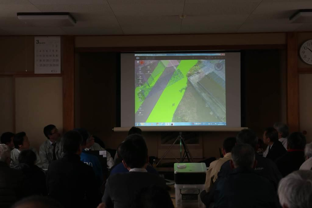 住民説明会では、3Dで完成後の輪中堤が解説された=17日、山形県戸沢村(柏崎幸三撮影)