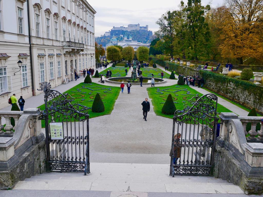 ミラベル宮殿の庭園のこの階段は、「ドレミの歌」にちなんだ大人気の撮影スポット