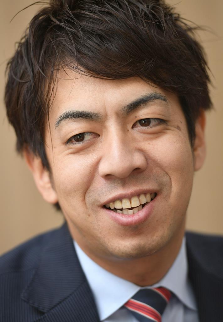 奥村武博さんは公認会計士となり、引退したスポーツ選手のキャリア形成も支援している=東京都千代田区(酒巻俊介撮影)