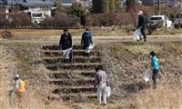 川も体も健康に 歩いてごみ拾い 矢板市民ら30人、クリーン作戦