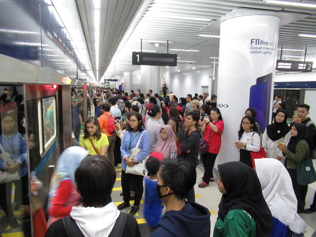 試乗会が行われている、インドネシア初となる地下鉄を含むジャカルタの都市高速鉄道(MRT)=18日(吉村英輝撮影)