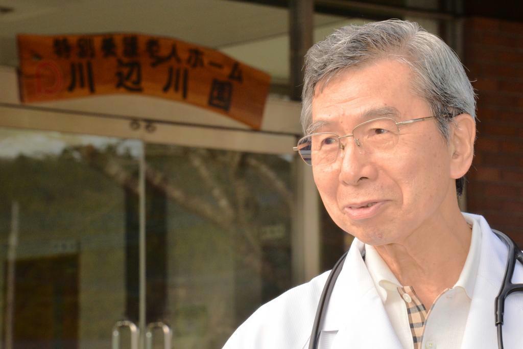 村医として大勢の患者を診る緒方俊一郎氏