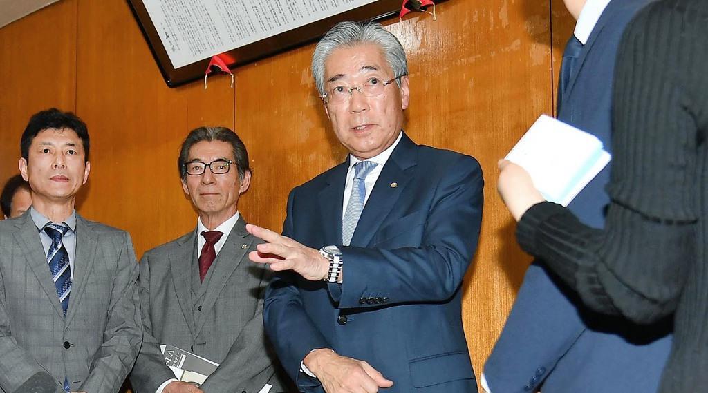 理事会終了後、取材に応じる竹田恒和会長。6月の任期満了で退任を表明した=19日午後、東京都渋谷区(納冨康撮影)