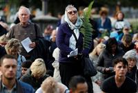 NZ乱射1週間 アーダン首相、「半自動小銃禁止」法案準備