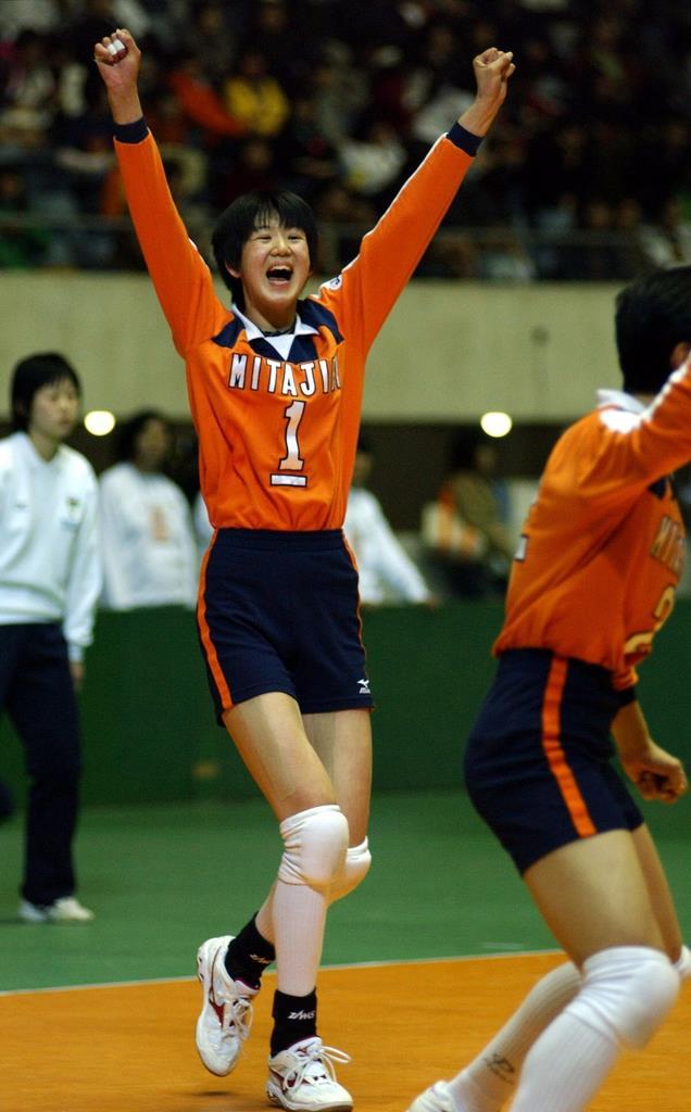 2年連続で春高バレーに出場した三田尻女子高時代の栗原恵さん。エースとしてチームを引っ張った=平成14年3月、東京