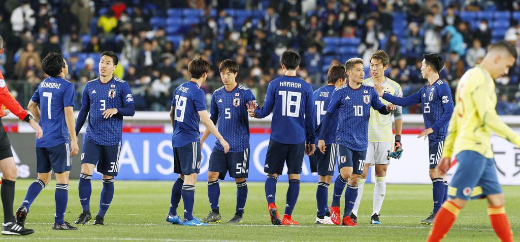 コロンビアに敗れた日本イレブン=日産スタジアム