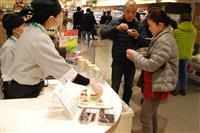 「福島のお魚食べよう」ヨーカ堂がメヒカリ試食販売 アリオ葛西店