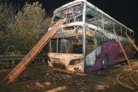 中国、高速道路で2階建て観光バス出火 26人死亡28人けが