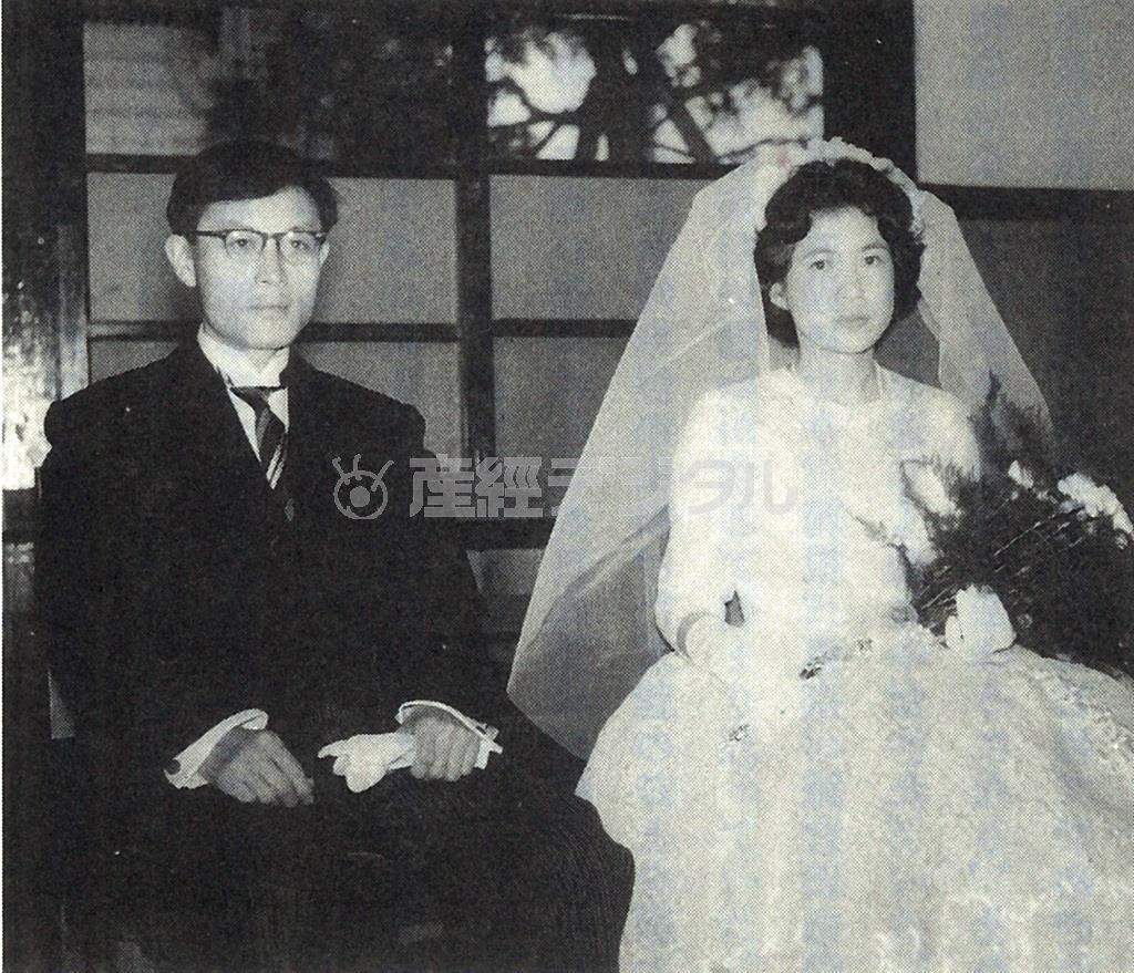 昭和35年5月、堺の教会で結婚式を挙げた黒岩重吾・秀子夫婦