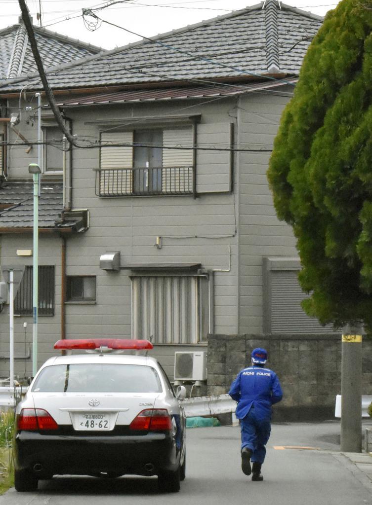 男女2人の遺体が見つかった住宅=23日午前8時50分ごろ、名古屋市港区