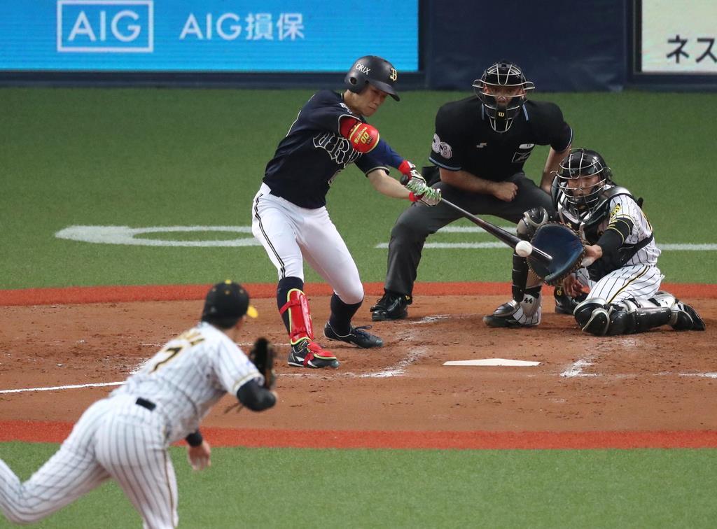 5回、2点適時打を放つオリックス・西浦颯大=京セラドーム大阪(門井聡撮影)