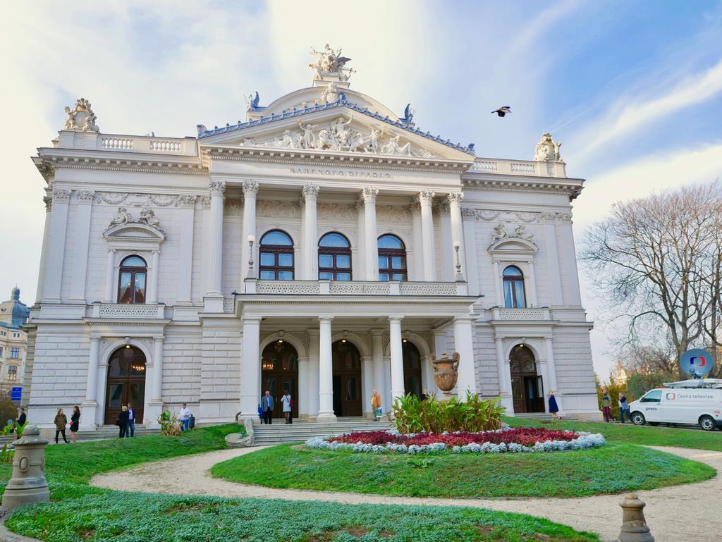 ヤナーチェクのオペラが演奏された「マヘン劇場」。「レオシュ・ヤナーチェク記念館」や音楽学校と合わせてヤナーチェクの足跡を辿る旅もいい