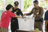 タイ総選挙投票 軍政権に審判 民政移管の行方は