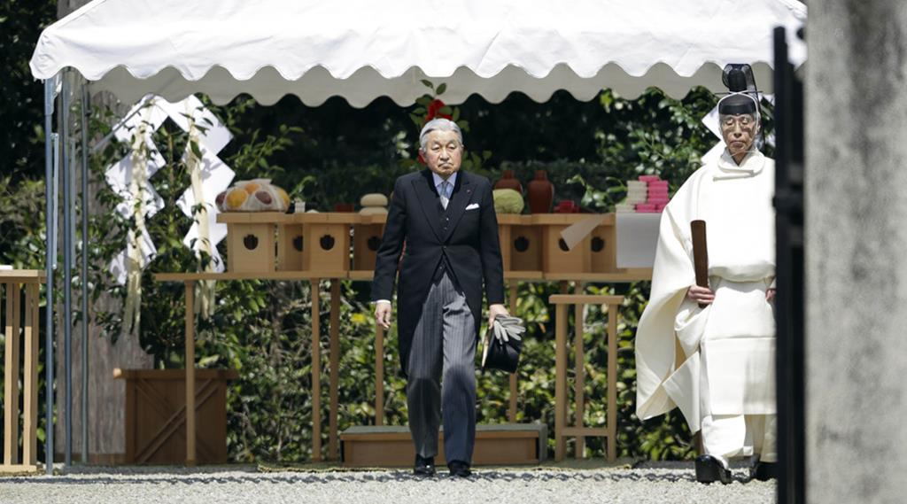 神武天皇陵を参拝された天皇陛下=26日午前11時57分、奈良県橿原市(代表撮影)