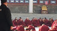 【チベット動乱60年(上)】自動小銃で警戒 監視下の故郷