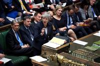 英首相「下院可決で辞任」 EU離脱実現に退路絶つ 与党や閣内から圧力