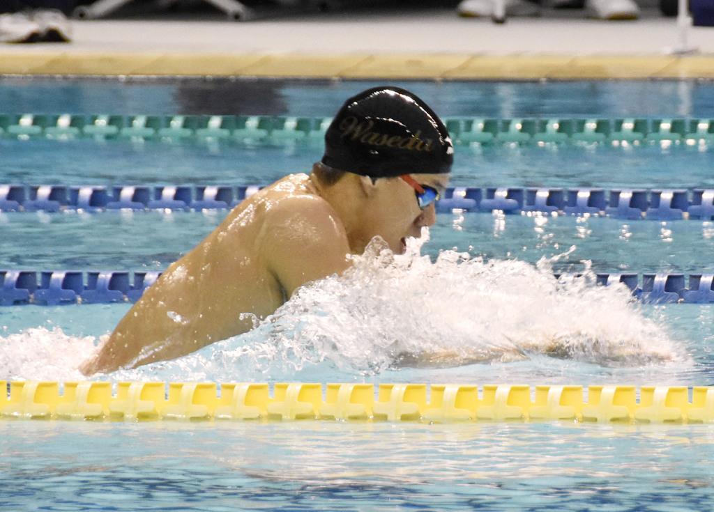 2月のきららカップの男子200メートル平泳ぎで力泳する世界記録保持者の渡辺=山口市