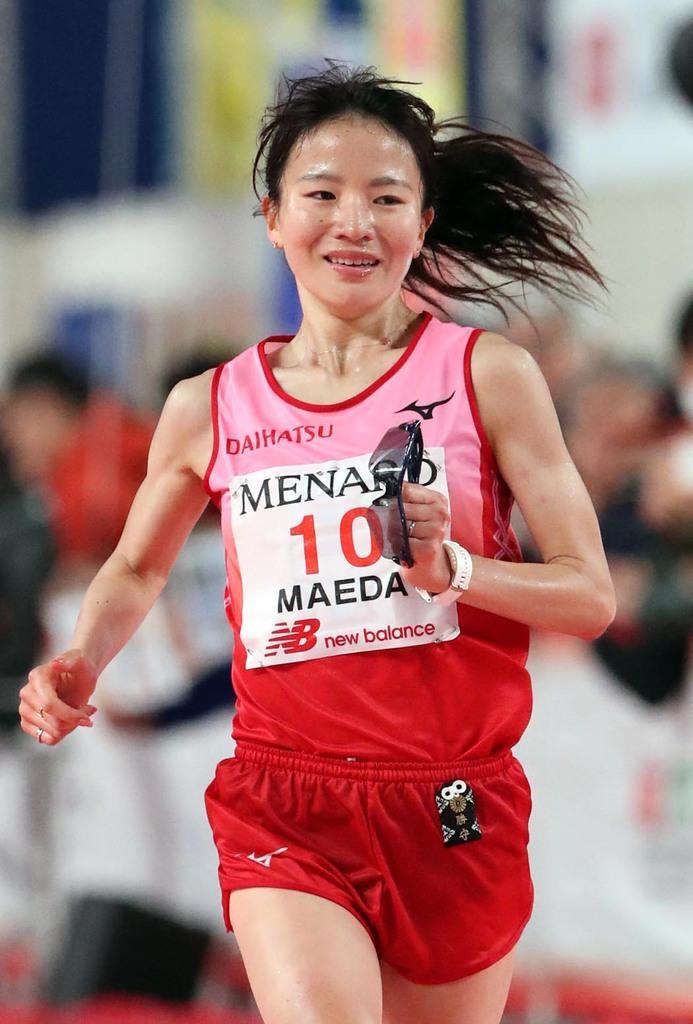 名古屋ウィメンズマラソン 10位でゴールする前田彩里=10日、ナゴヤドーム(鳥越瑞絵撮影)