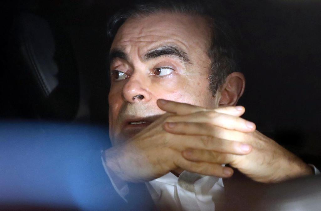弁護士事務所を出るカルロス・ゴーン被告=3月6日午後、東京都千代田区(古厩正樹撮影)
