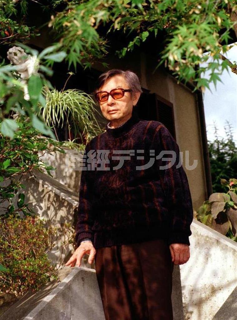 古代史小説の第一人者として数多くの作品を残した黒岩重吾=平成9(1997)年、西宮市の自宅